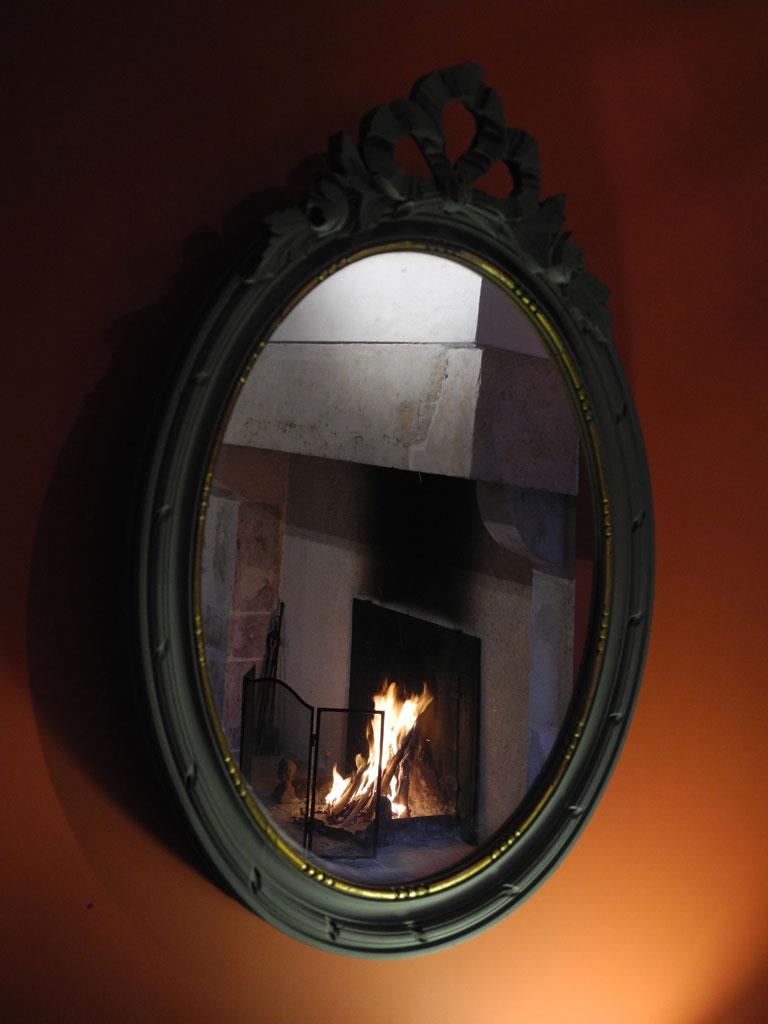 Galerie aux bons enfants gite rural bourgogne for Miroir reflet