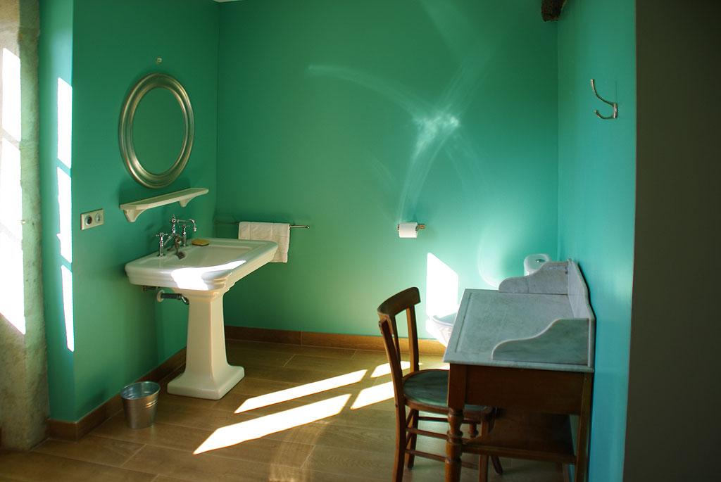 Galerie aux bons enfants gite rural bourgogne for Salle bain retro